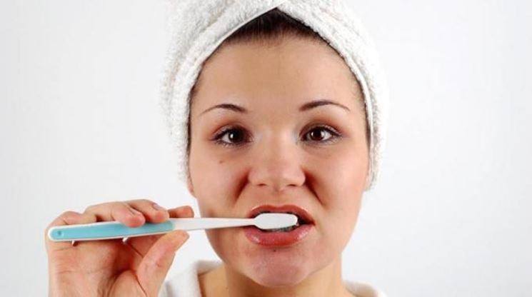 dentifricio a base di salvia