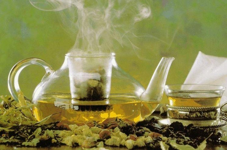 Bere un infuso di tiglio prima di coricarsi aiuta a combattere l'insonnia