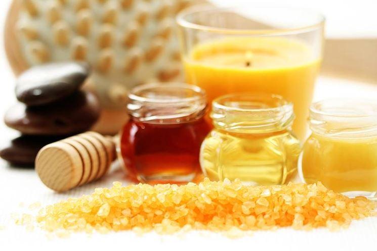 Il miele come ingrediente di una maschera contro l'acne
