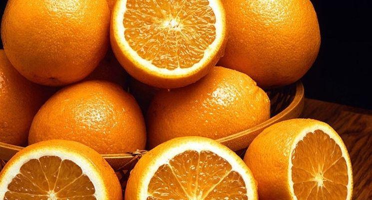 L'olio essenziale di arancio è estratto dalla scorza del frutto