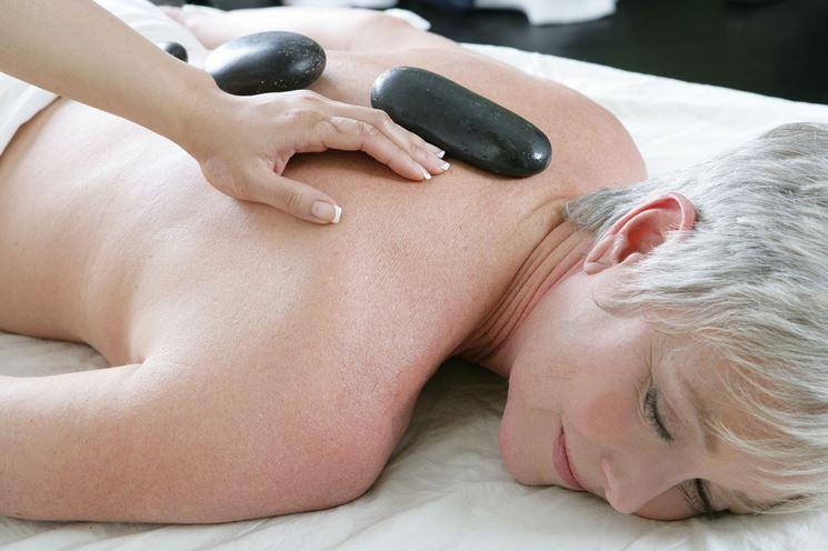 massaggio con olio essenziale