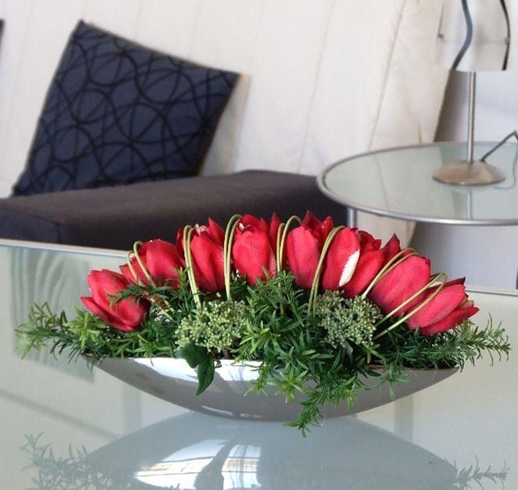Composizione di rose artificiali