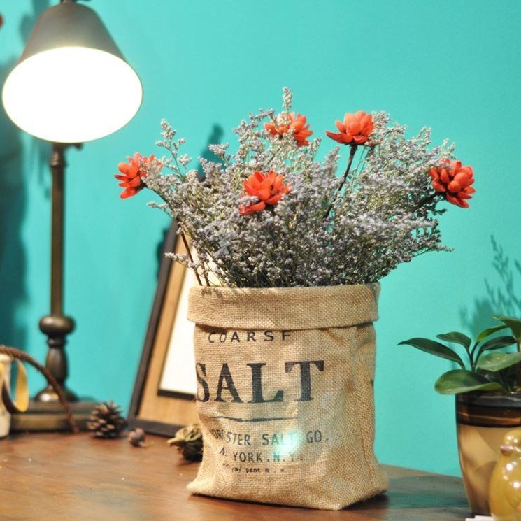 Composizione di fiori di campagna secchi