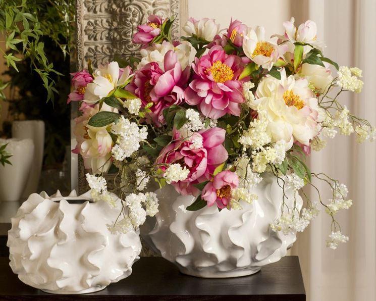 Composizione di fiori artificiali in vaso