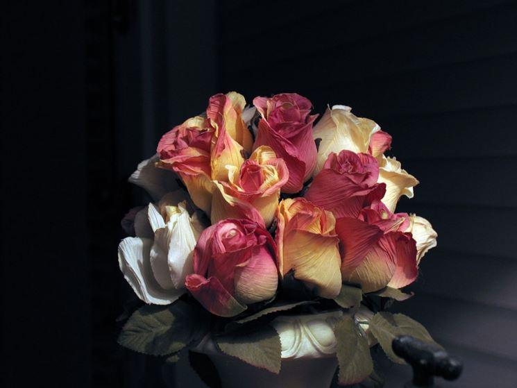 composizione rose finte