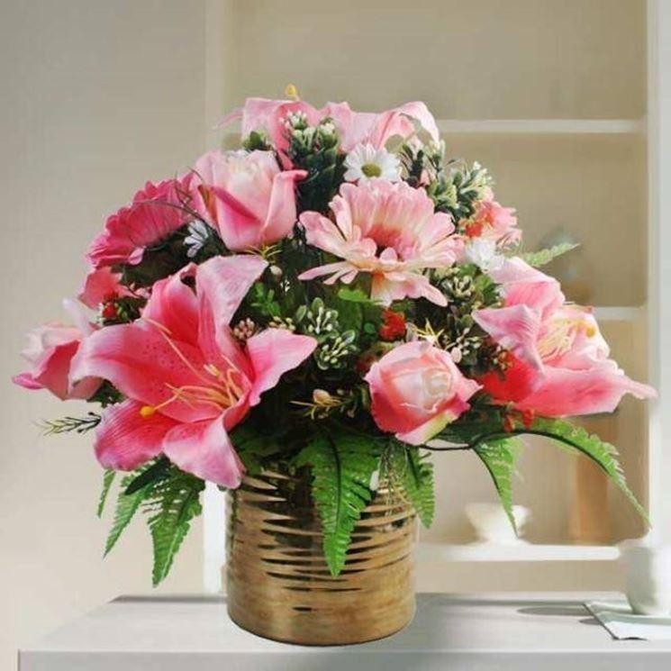 Composizione fiori finti in barattolo di alluminio