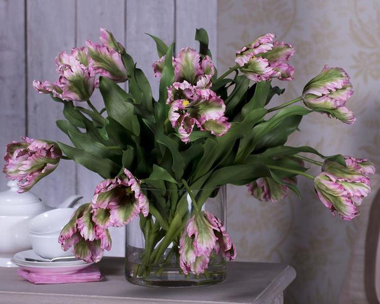 Composizione fiori finti e cannella