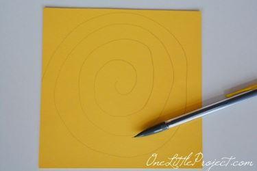 Spirale di carta per fare fiori semplici