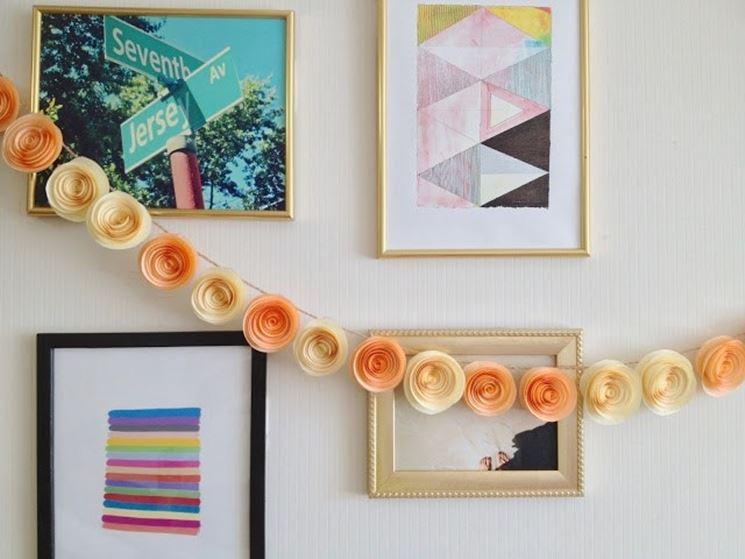 Ghirlanda di fiori di carta semplici