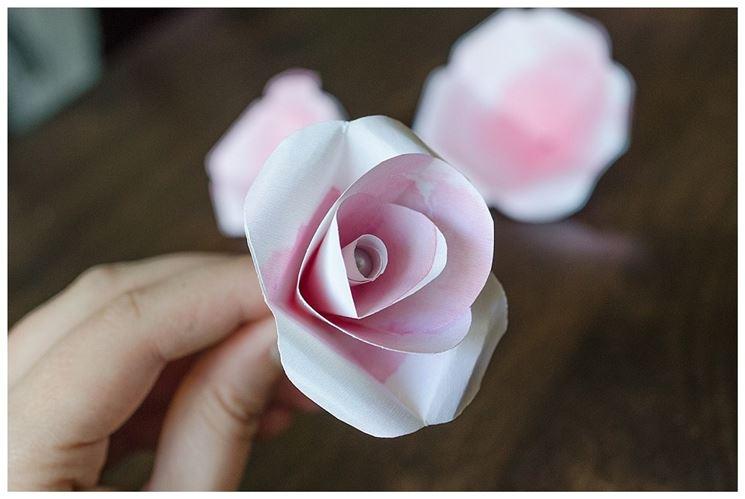 Rosa di carta colorata