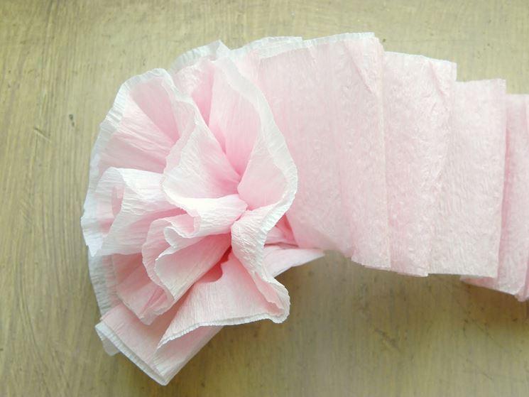 Fiore di carta crespa rosa