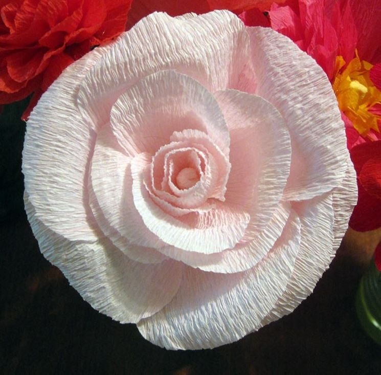 Fiore di carta crespa ultimato