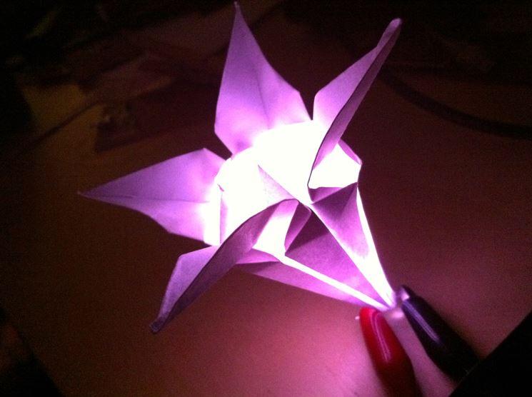 Fiore origami con luce