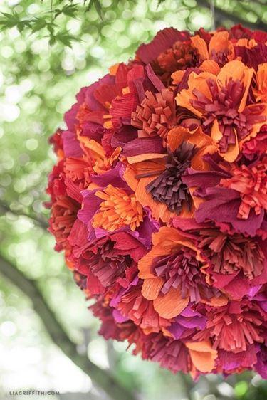 Composizione fiori di carta crespa