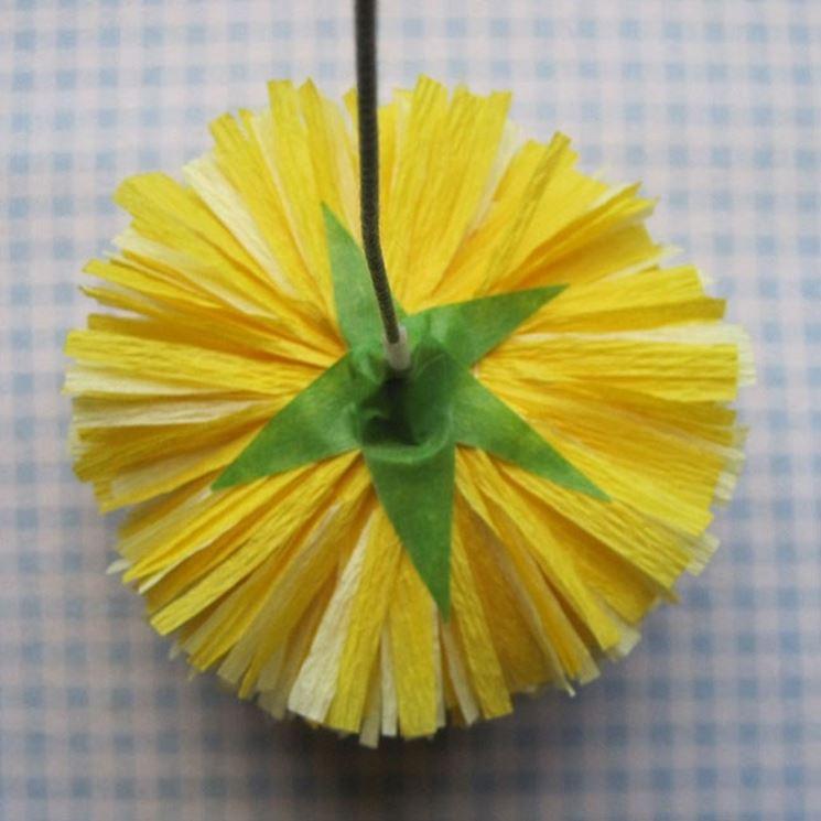 Fiore di carta crespa dietro
