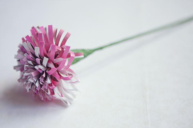 Fiore finito con carta arrotolata
