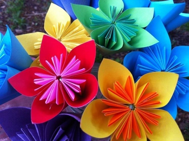 Fiori di carta colorati