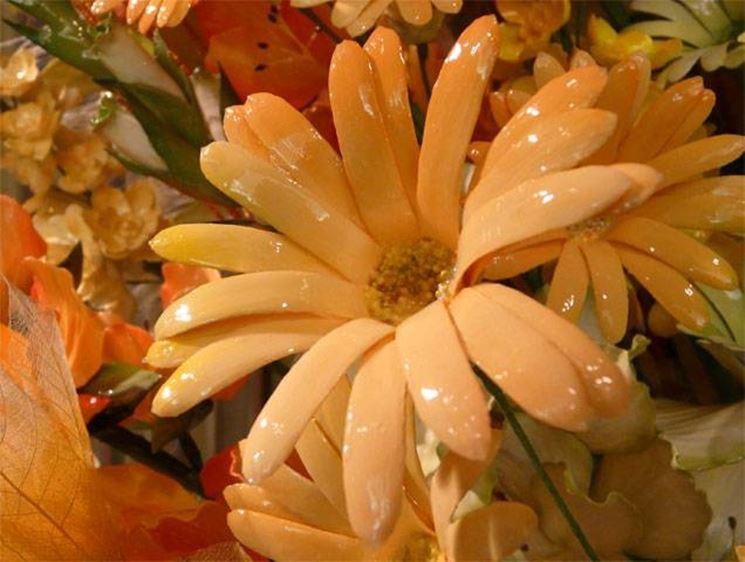 Fiore di cartapesta ricoperto di cera