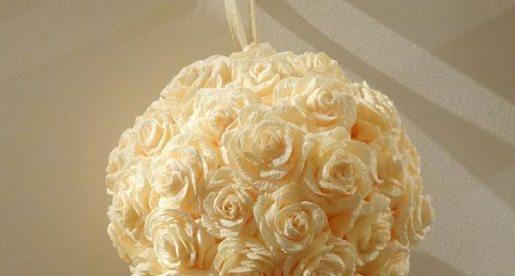 Come usare le rose di carta crespa