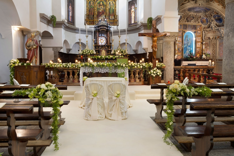 Addobbi floreali chiesa matrimonio fiori per cerimonie for Addobbi tavoli matrimonio con candele