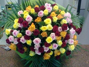 Bouquet di fiori colorato e allegro