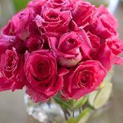 Centrotavola in vaso di rose rosa
