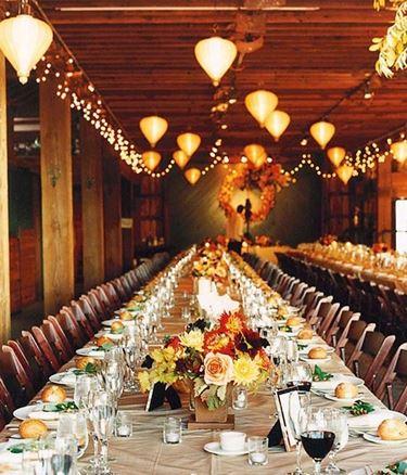 sala del ricevimento con decorazioni autunnali