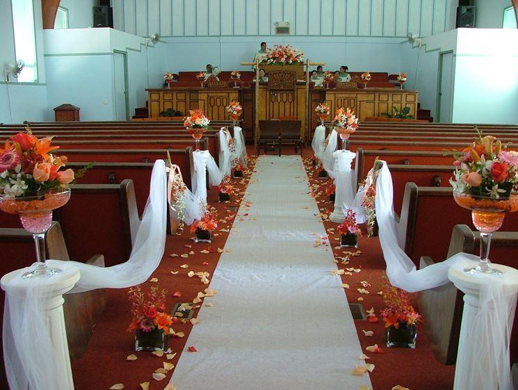 chiesa con addobbi