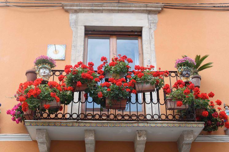 Balcone artisticamente fiorito