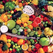 Numerose varietà di frutti esotici