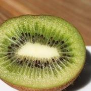 Il Kiwi: polpa verde con semini neri