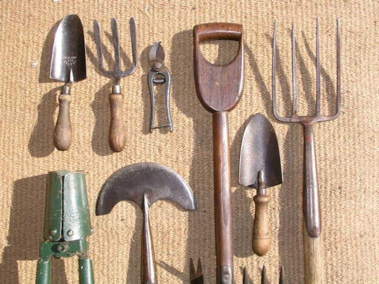 Alcune attrezzature per giardino