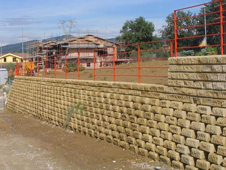 Blocchi di tufo giardinaggio blocchi di tufo per for Muretti in tufo per aiuole