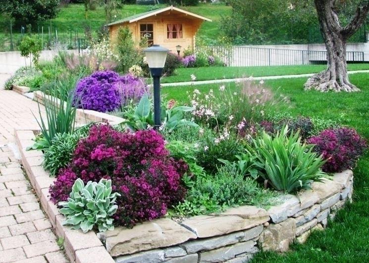 aiuole per giardino fiori e piante : Giardini aiuole - giardinaggio - Aiuole nei giardini