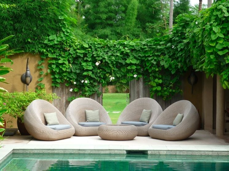 set da giardino a bordopiscina