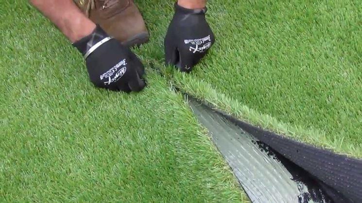 La posa dell'erba sintetica