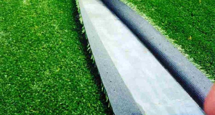 Installazione di un prato artificiale su cemento