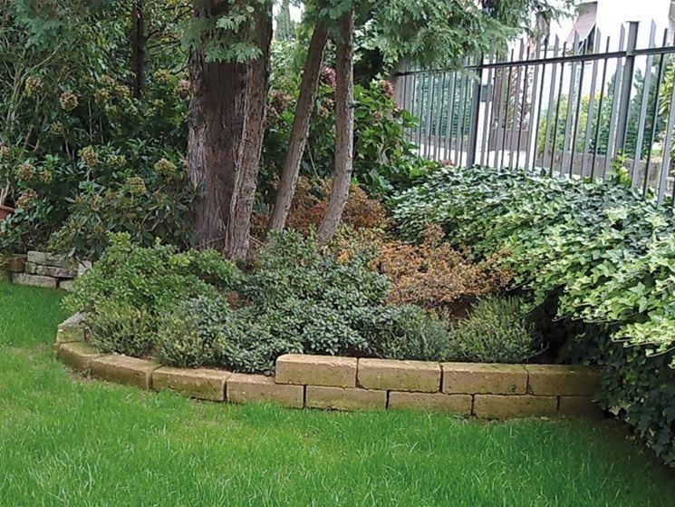 Aiuole giardino progettazione giardini aiuole per il for Aiuole giardino con sassi