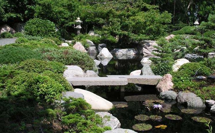 La tipica semplicità di un giardino giapponese