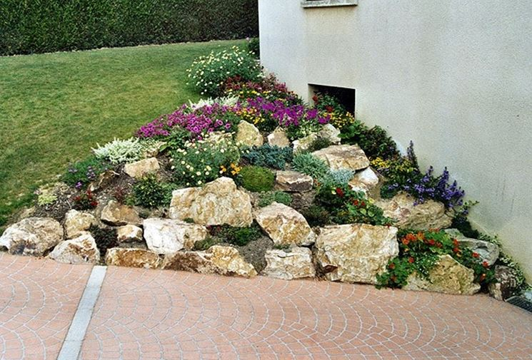 Giardini fai da te progettazione giardini giardini fai for Sassi finti per giardini