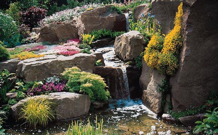 Giardino roccioso con cascata