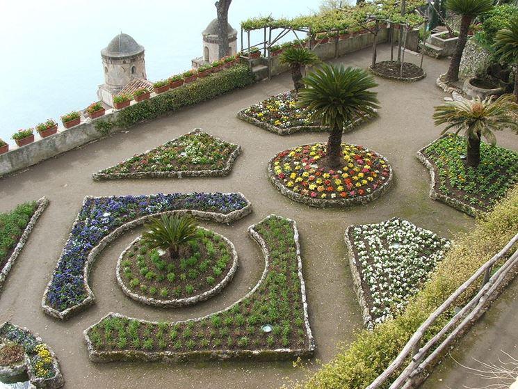 Lussureggiante giardino sulla Costiera Amalfitana