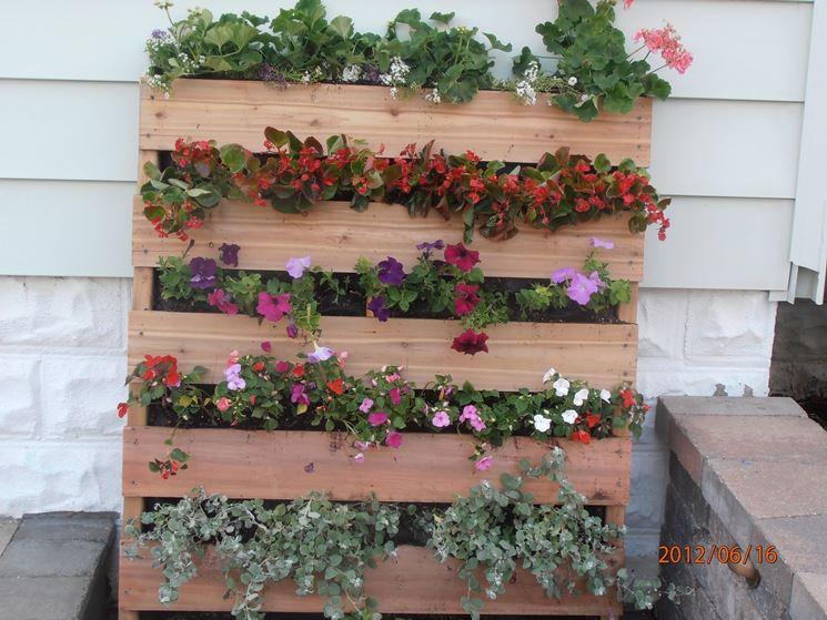 Giardino verticale fai da te progettazione giardini - Giardino pallet ...