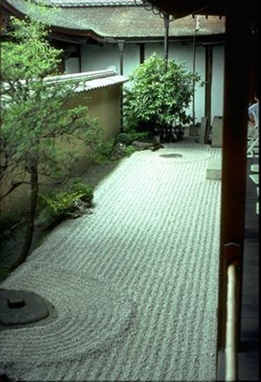 Giardino zen progettazione giardini creare un giardino zen - Giardino interno casa ...