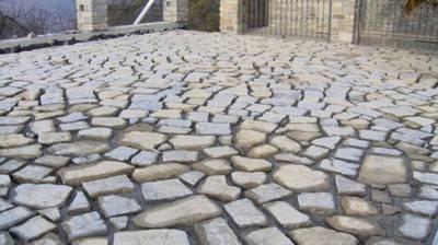 Pavimento in pietra progettazione giardini for Pavimento esterno in pietra