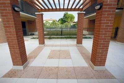 Posa pavimento per esterno progettazione giardini - Piastrelle per terrazzi esterni ...