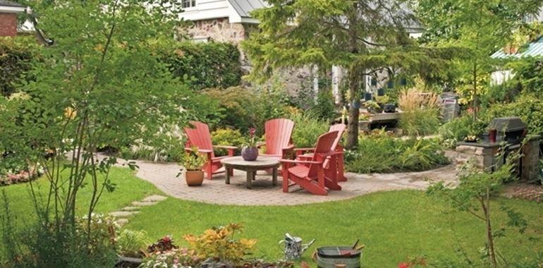 <h6>Alberi giardino</h6>Scopri come mantenere il tuo giardino vivace e colorato anche durante i mesi invernali! Basta scegliere le piante giuste!