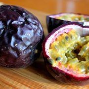 L'interno del frutto della passiflora
