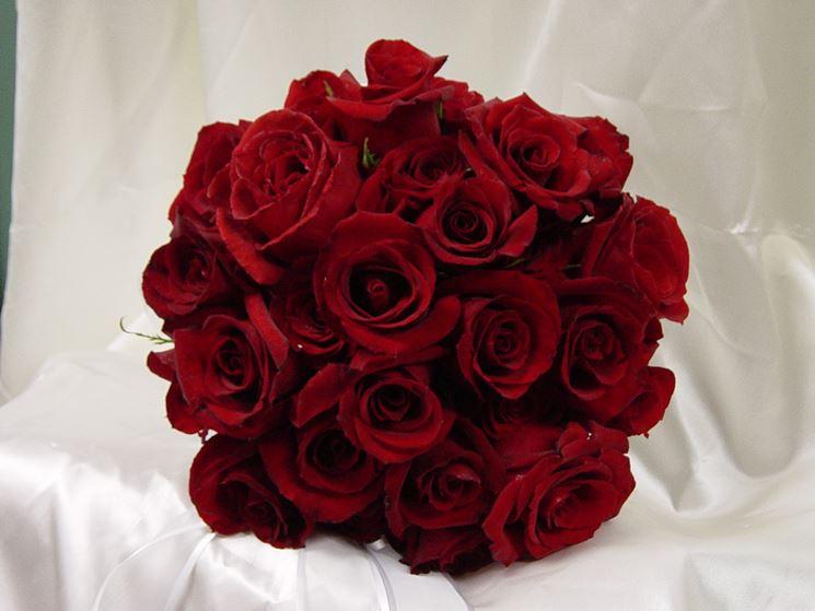 Immagine di un bouquet di rose rosse