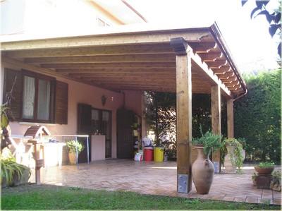 Coperture per auto pergole e tettoie da giardino for Quanto costruire un garage per 3 auto